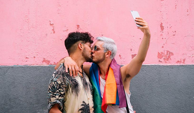 selfie kiss