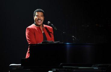 Lionel Richie at piano