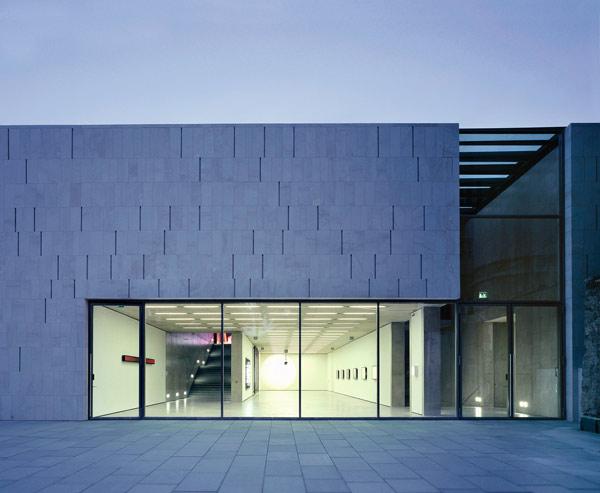 Museum de Moderne, rectangular architecture