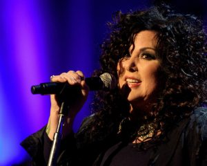 "Heart's Ann Wilson Covers Lesbian Icon Lesley Gore, Other ""Immortals"" Live"