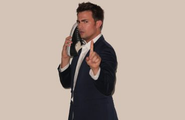 jonathan bennett shoe phone